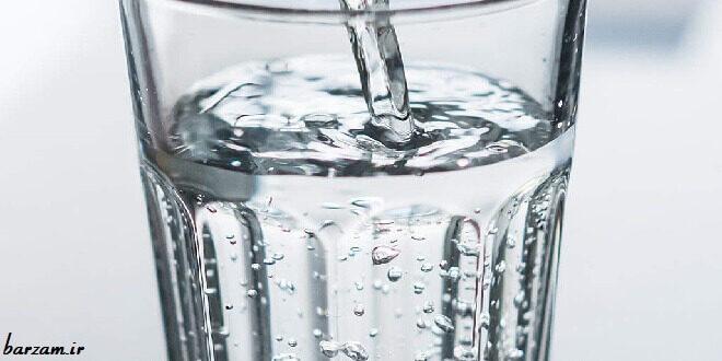 فواید خوردن آب گرم
