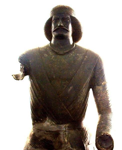 مجسمه منسوب به سورنا